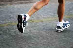 Читайте статью, чтобы узнать сколько калорий сжигает бег
