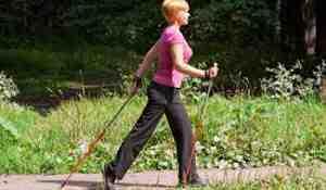 сколько калорий сжигает ходьба с палками