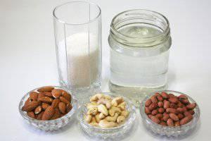 Процесс приготовления молока с орехов