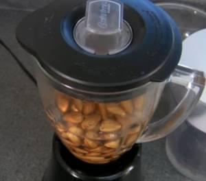 Ореховое молоко при помощи блендера