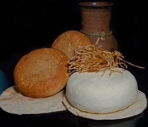 Польза и возможный вред адыгейского сыра