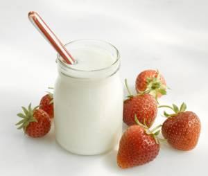 Польза и возможный вред кисломолочного йогурта