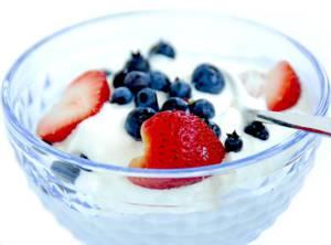 Чем полезен йогурт и сколько его можно есть в день