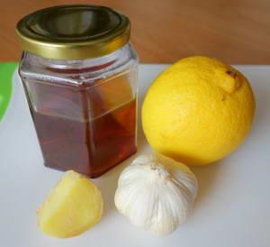Каков рецепт приготовления напитка из имбиря, лимона, меда и чеснока
