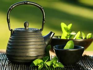 Сколько в день можно выпить зеленого чая и каким категориям людей его пить не рекомендуется