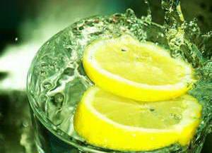 Какова польза лимонной воды для ЖКТ
