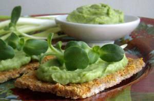 Калорийность и рецепт паштета из авокадо на тосте