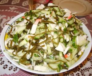 Рецепт Салат из морской капусты с маслом и луком. Калорийность, химический состав и пищевая ценность.