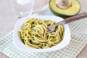 Сколько калорий в авокадо с пастой под сливочным соусом