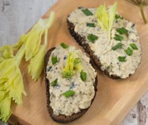 Сколько калорий в бутербродах с нутом и морской капустой
