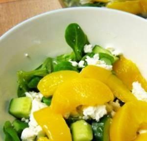 Сколько калорий в салате с персиками и сыром