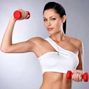 Какие есть нюансы при выполнении комплекса упражнений для похудения рук и плеч с гантелями для женщин