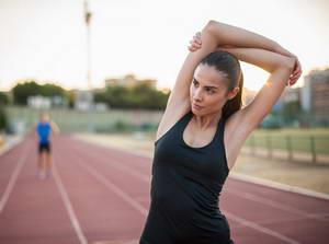 Как следует разминаться перед выполнением эффективных упражнений для похудения рук и плеч