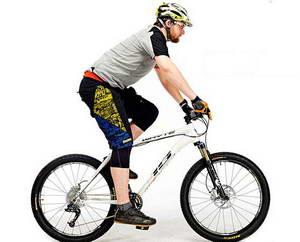 Каким должно быть положение тела во время езды на велосипеде