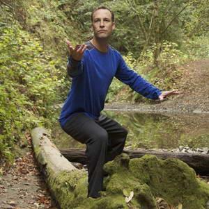 Какую роль играет Ли Холден в системе упражнений цигун