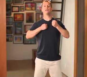 """Как выполнять упражнение """"Массаж Ци"""" из утренней гимнастики цигун с Ли Холденом"""