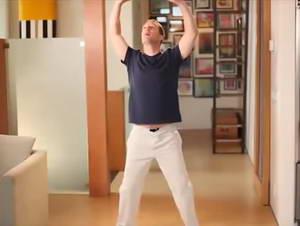 """Как выполнять упражнение """"Будда держит Землю"""" из утренней гимнастики цигун с Ли Холденом"""