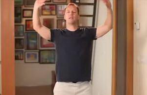 Как выполнять упражнение для гармонизации тела и души из утренней гимнастики цигун с Ли Холденом