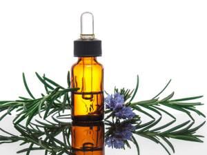Целебные свойства эфирного масла розмарина и особенности его применения для волос и кожи лица