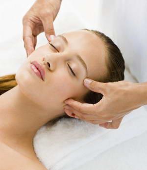 Как провести лимфодренажный массаж лица в домашних условиях