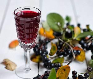 Простой рецепт приготовления наливки из черноплодной рябины (аронии) в домашних условиях