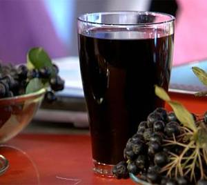 Рецепт полезного компота из черноплодной рябины (черноплодки) и зеленых яблок на зиму