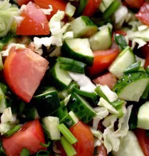 Сколько калорий содержится в овощных салатах с различными заправками