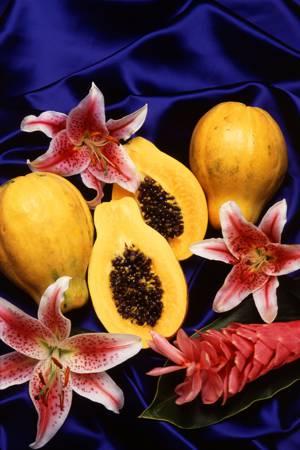 Чем полезна папайя и как ее едят