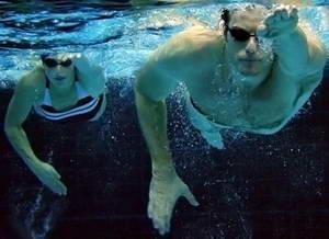 Как правильно выполнять технику плавания кролем