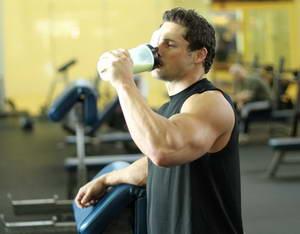 Как пить протеин, чтобы быстро набрать мышечную массу