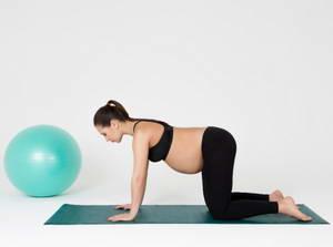 Какие пилатес-упражнения следует выполнять беременным