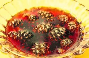 Полезные свойства и противопоказания варенья из шишек сосны