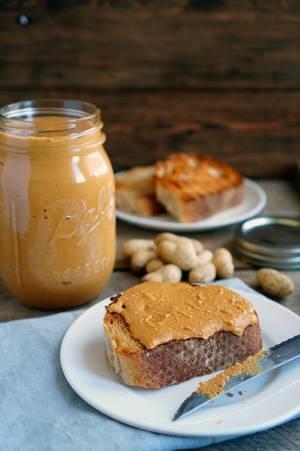 С чем едят арахисовую пасту и как ее приготовить в домашних условиях
