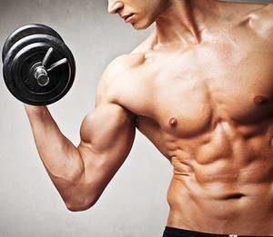 """Как следует выполнять упражнение """"Молоток"""" на бицепс"""