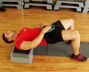 Входит ли ягодичный мостик в комплекс упражнений для ягодиц для мужчин