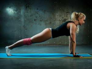 """Относится ли упражнение """"Планка"""" к упражнениям для талии и боков, которые выполняются в домашних условиях"""