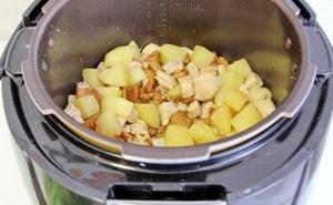 С какими еще продуктами можно приготовить картофель с курицей в мультиварке