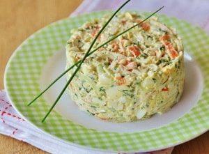 В чем заключается классический рецепт крабового салата с рисом