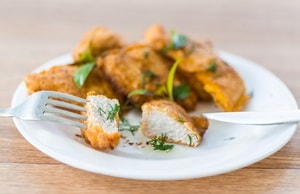 Какова диетоогическая ценность куриного филе в кляре, приготовленного как на сковороде, так и в духовке
