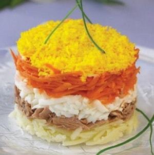 """Какой должна быть заправка в классическом пошаговом рецепте с фото салата """"Мимоза"""""""