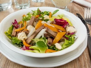 Где найти рецепт с фото самого вкусного салата из говяжьего языка
