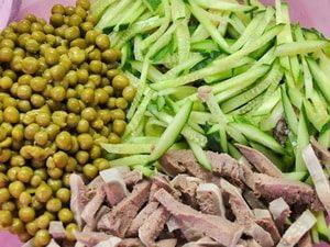 Какие ингредиенты входят в состав самого вкусног рецепта с фото салата из говяжьего языка