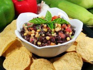 Где можно найти рецепт с фото очень вкусного салата из консервированной фасоли