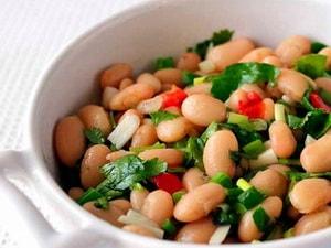 Каков рецепт приготовления салата с консервированной фасолью
