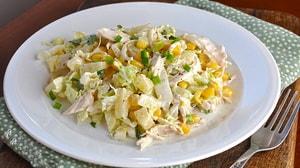 Какие еще ингредиенты можно включить в салат с пекинской капустой и куриной грудкой