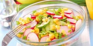 Какие еще ингредиенты можно добавлять в салат из редиски с яйцом и огурцом