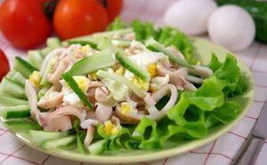 Салат с кальмаром яйцом и огурцом 1-min