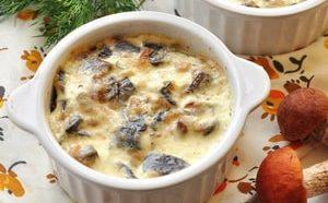 Где можно найти рецепт вкусного жюльена из курицы с грибами на сковороде