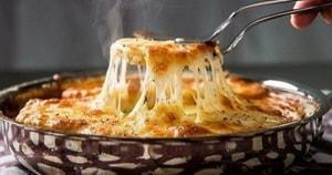 Каково диетическое применение данного рецепта жюльена из курицы с грибами, приготовленного на сковороде