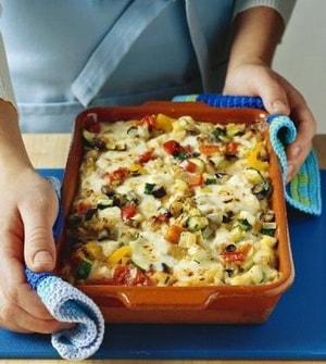 С какими еще ингредиентами можно приготовить запеканку из овощей в духовке
